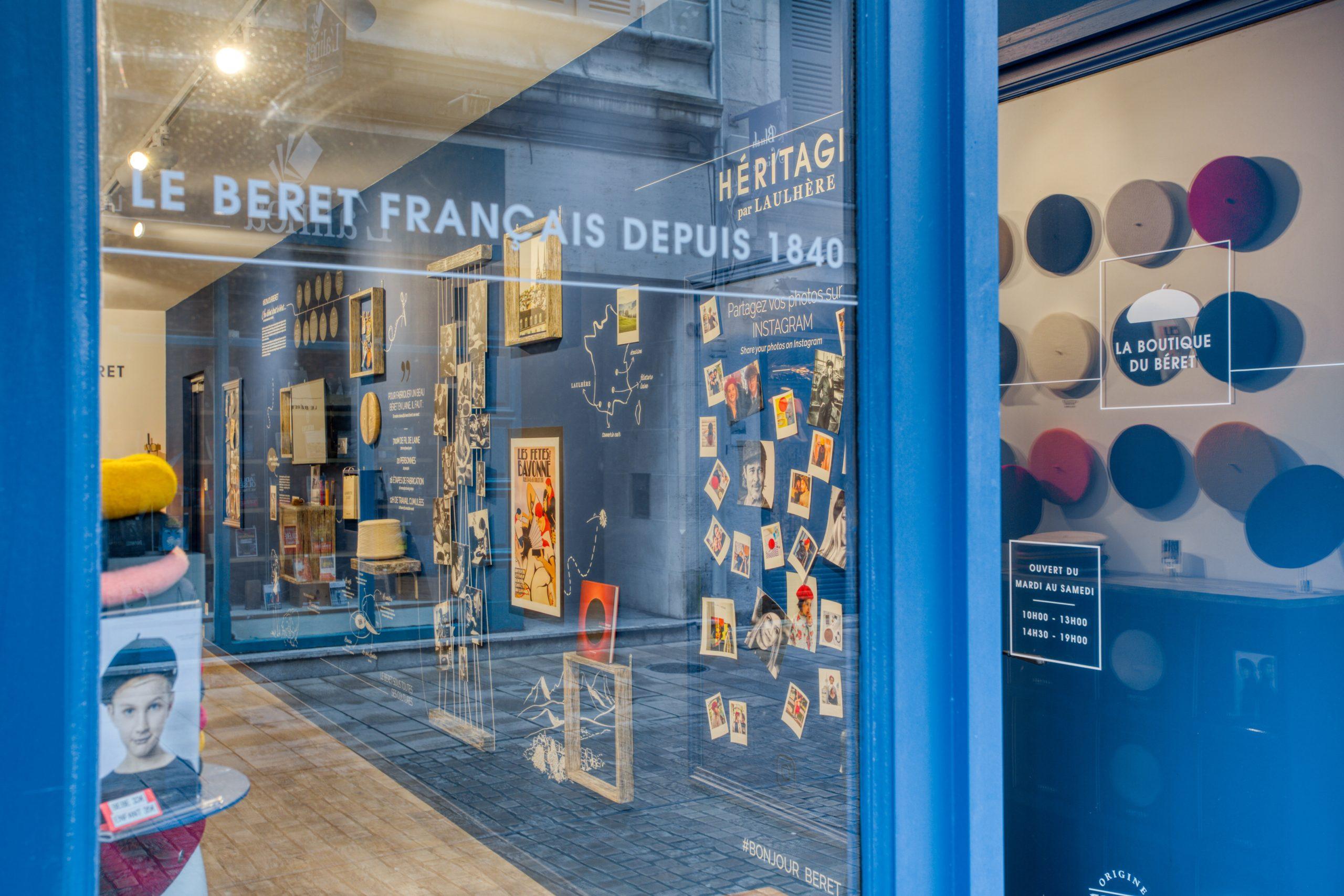 Atelier Plurielles Architectures - Aménagement Boutique Bayonne - Le Béret Basque - vue depuis l'extérieur