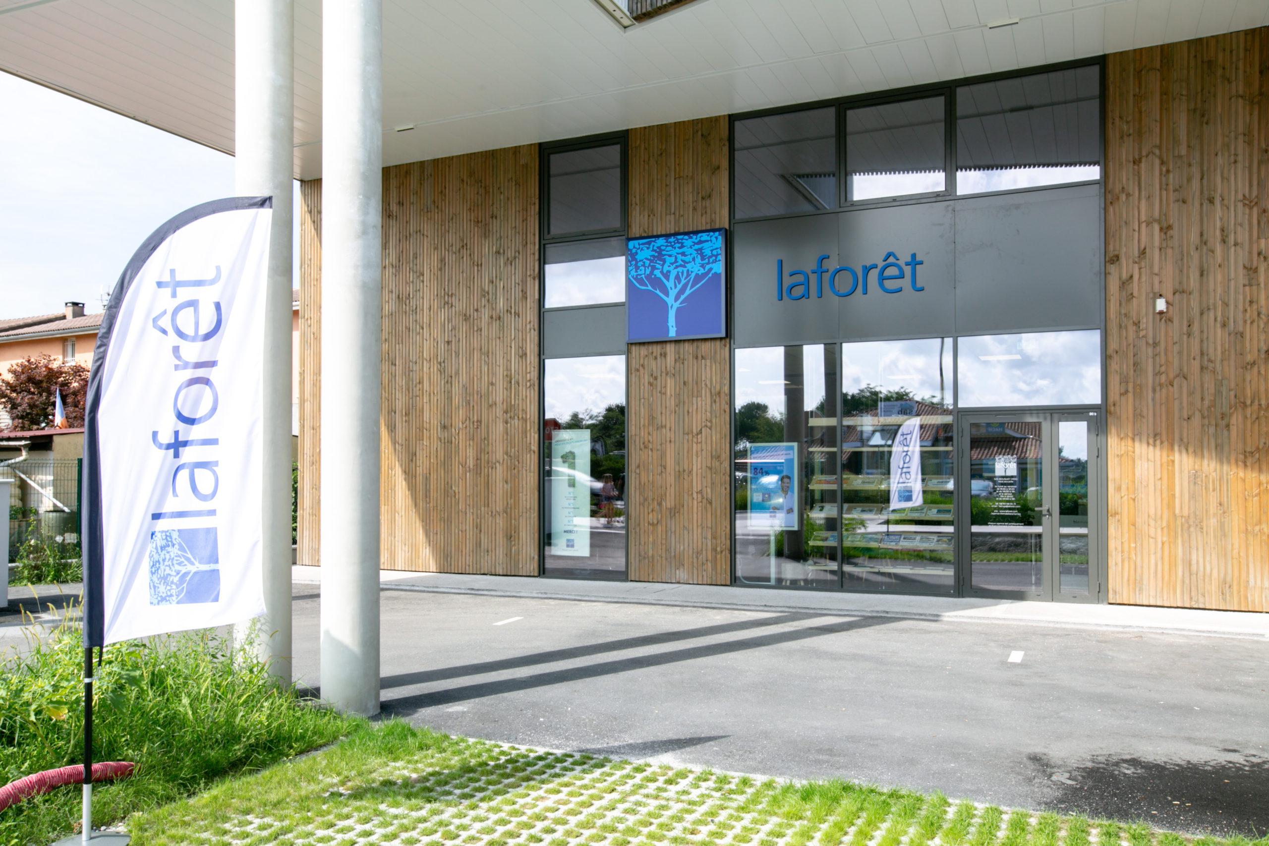 Atelier-Plurielles-Architectures-aménagement-bureau-Tarnos-enseigne
