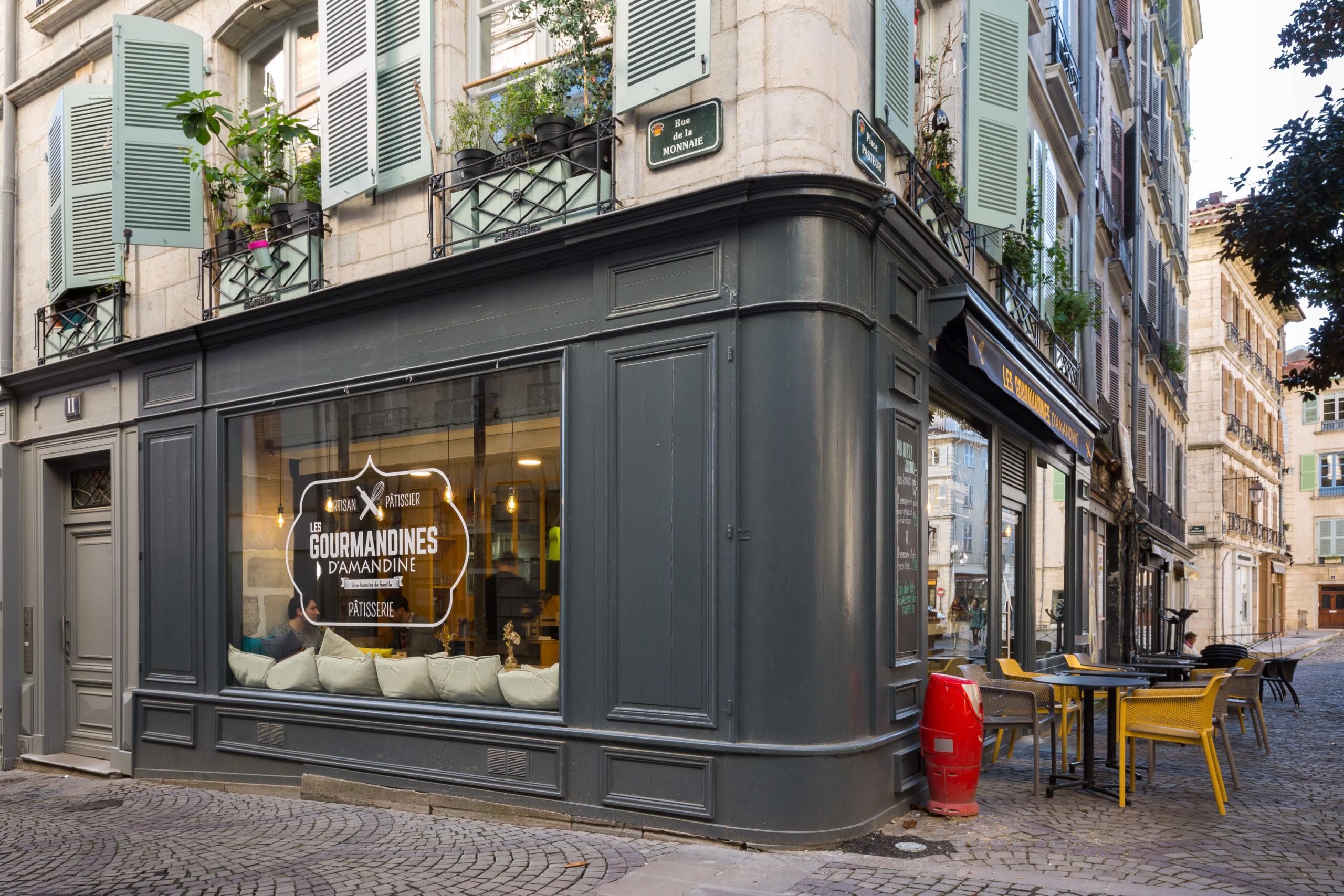 Atelier-Plurielles-Architectures-Aménagement-patisserie-Bayonne-angle rue