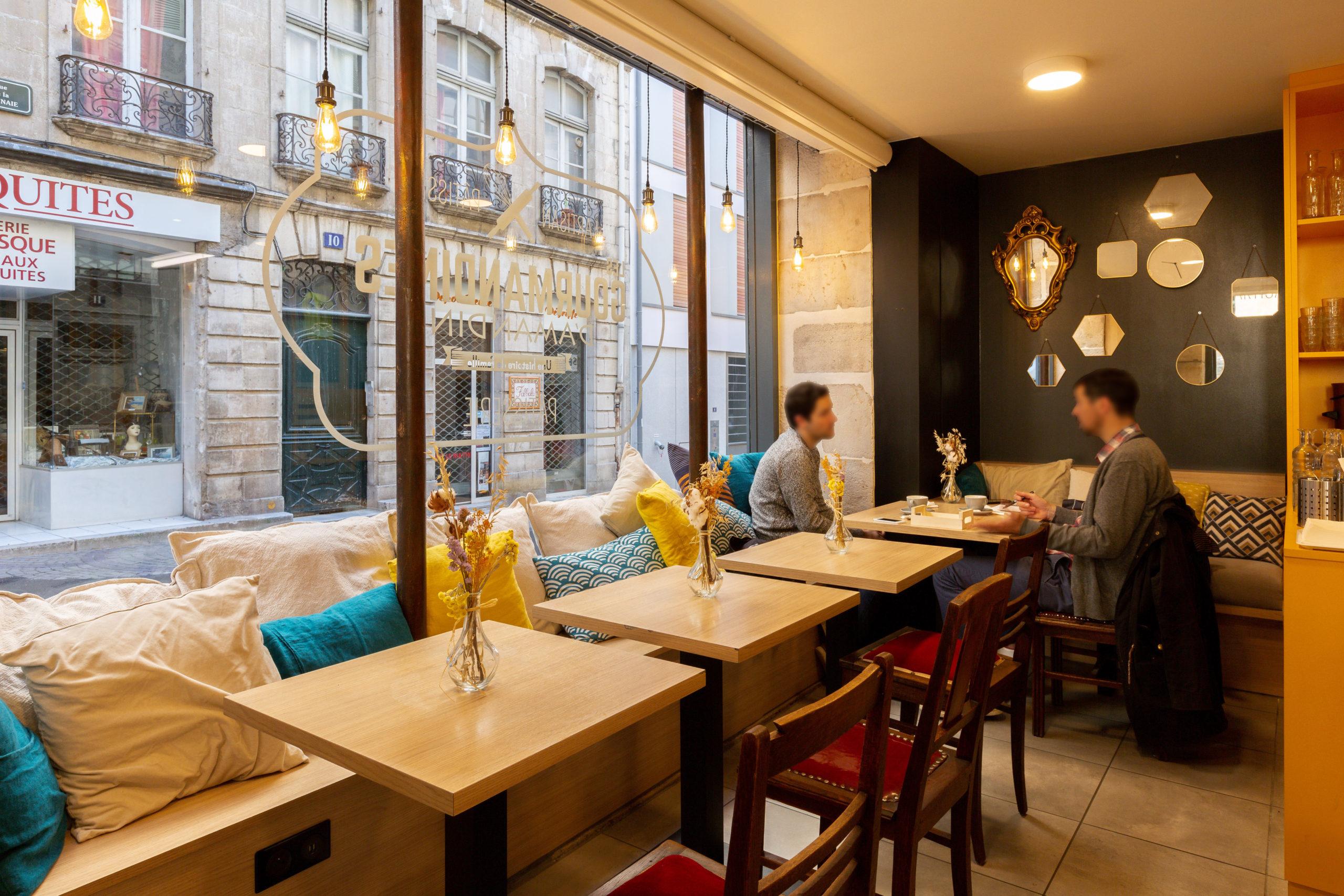 Atelier-Plurielles-Architectures-Aménagement-patisserie-Bayonne-banquette