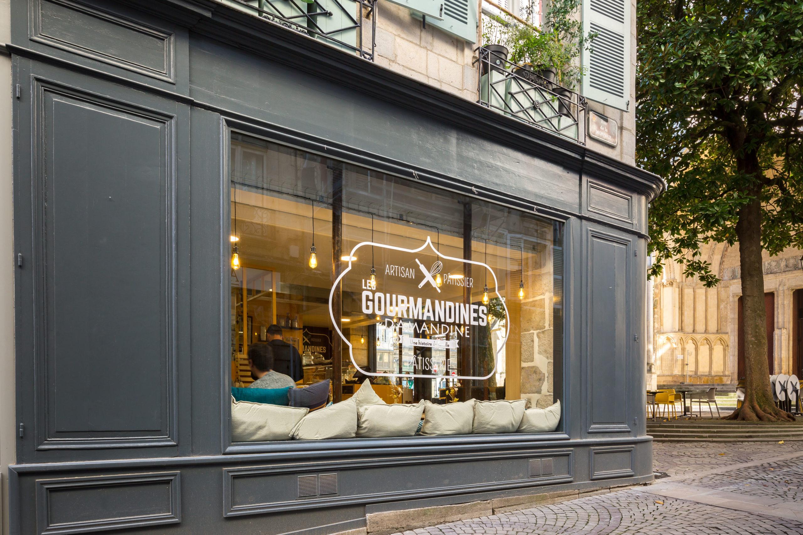 Atelier-Plurielles-Architectures-Aménagement-patisserie-Bayonne-vitrine latérale