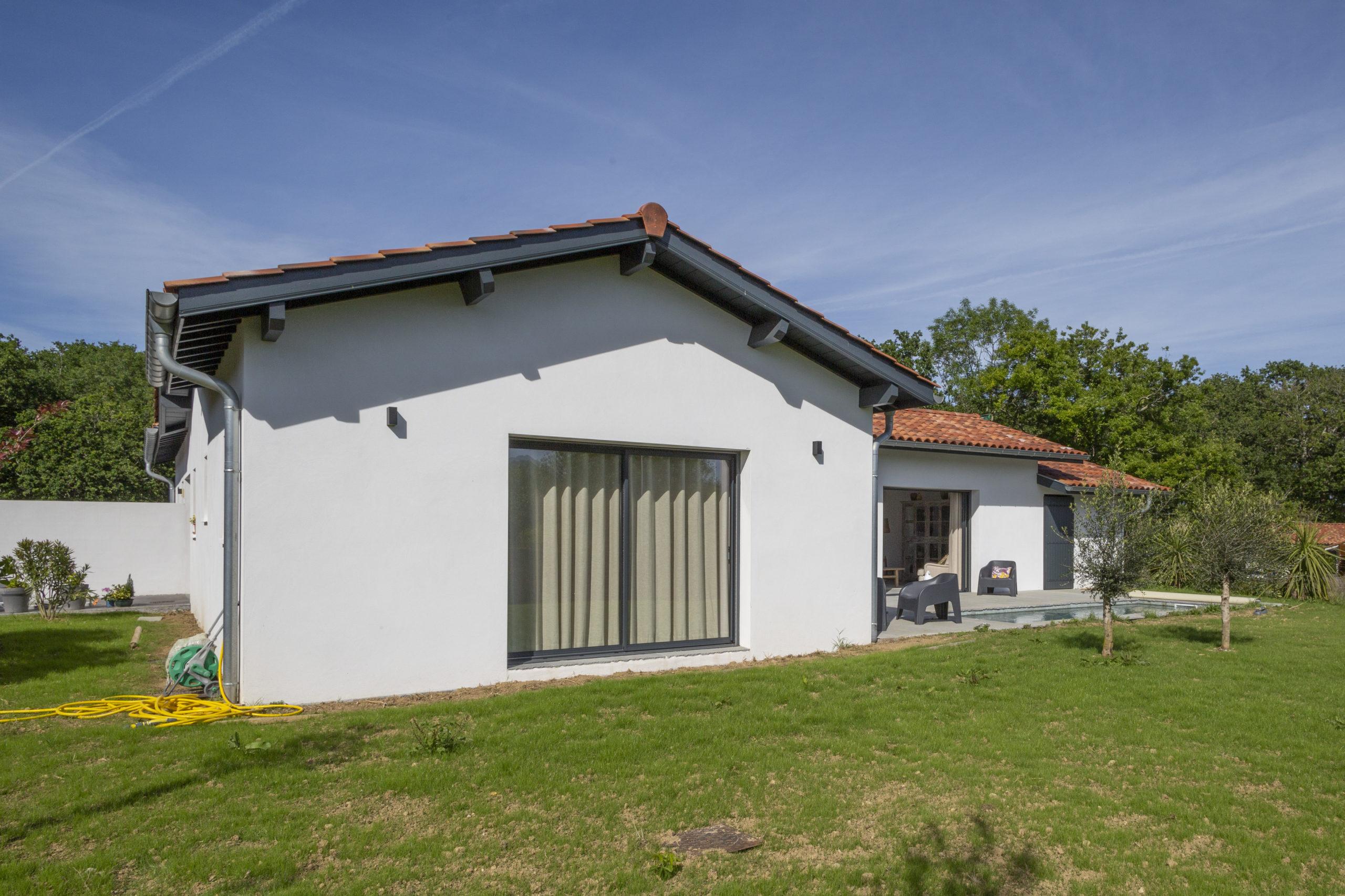Atelier-Plurielles-Architectures-Construction maison Basque à Hendaye- extérieur