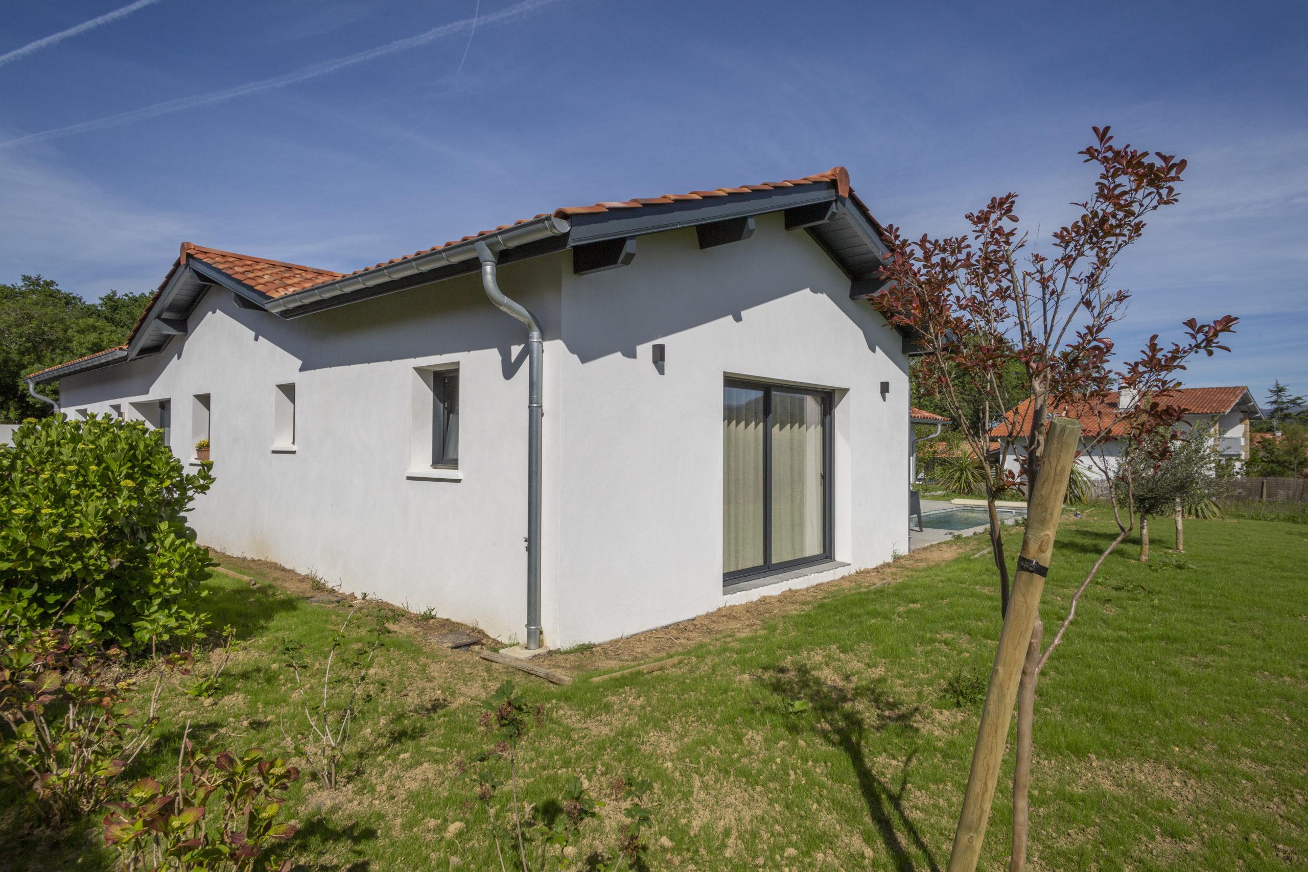 Atelier-Plurielles-Architectures-Construction maison Basque à Hendaye- vue arriére