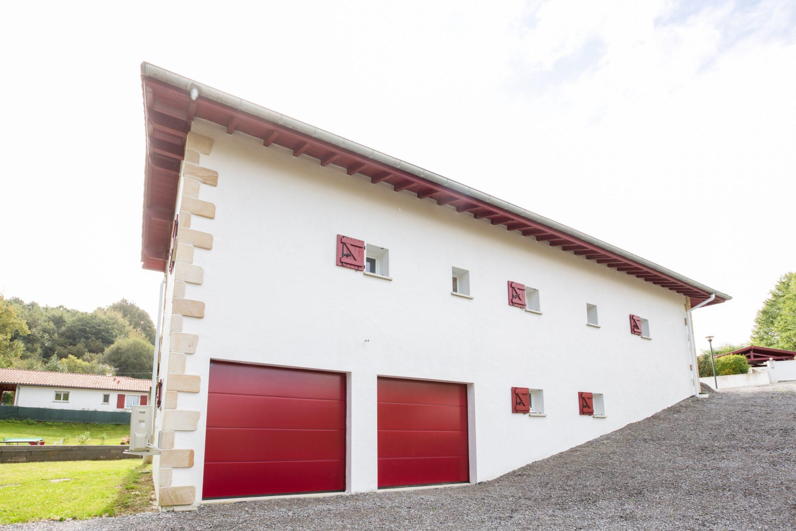 Atelier Plurielles Architectures - Maison Basque à Briscous - garage