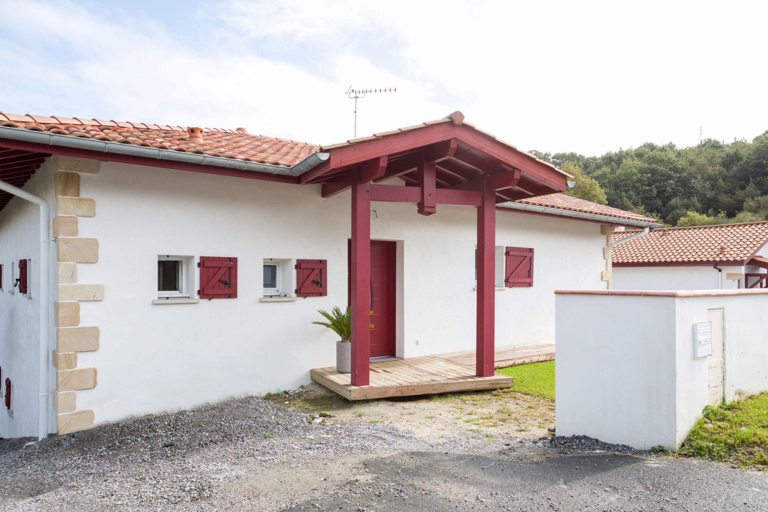 Atelier Plurielles Architectures - Maison Basque à Briscous - porte entrée
