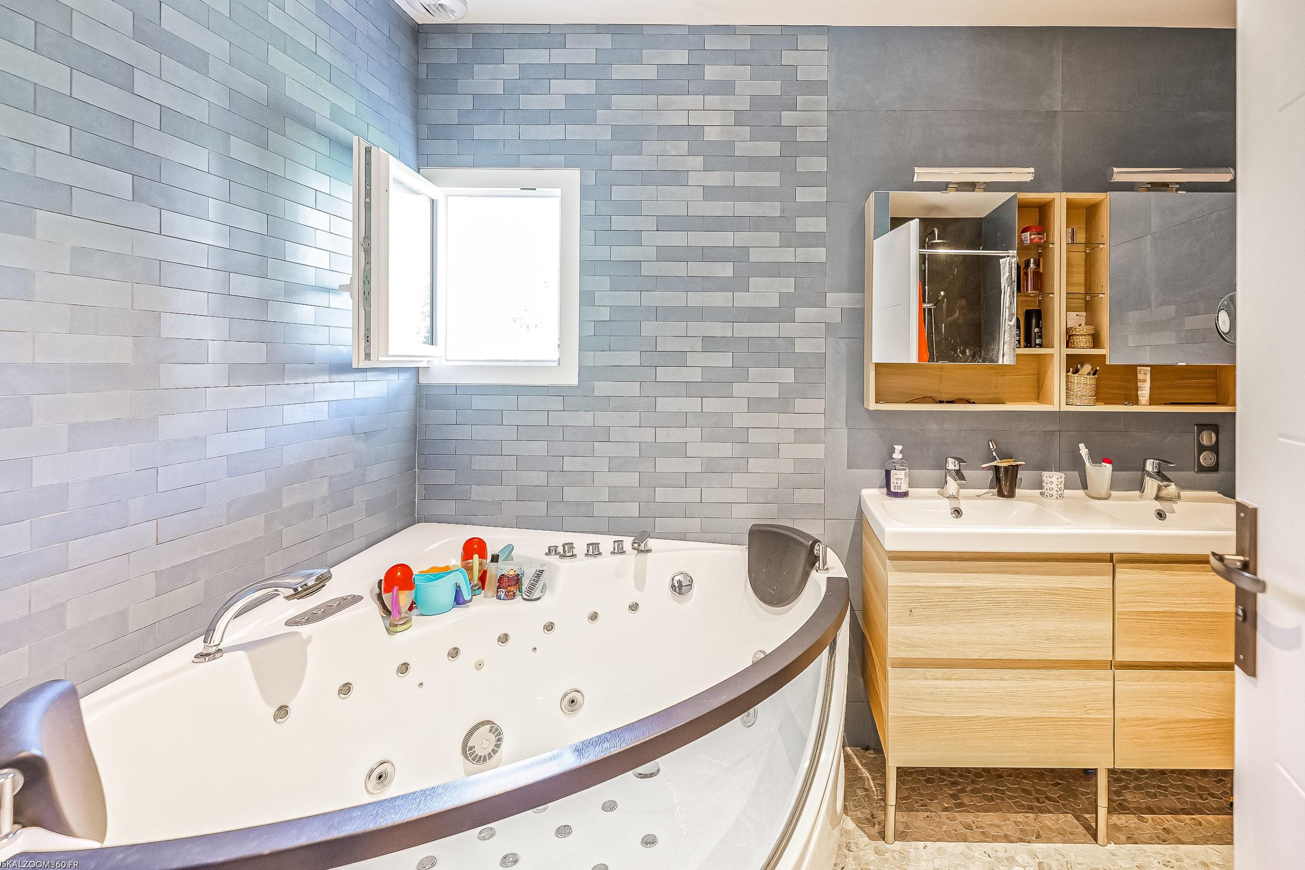 Plurielles architectures réalisation d'une maison neuve à Saint Pierre d'Irube salle de bain