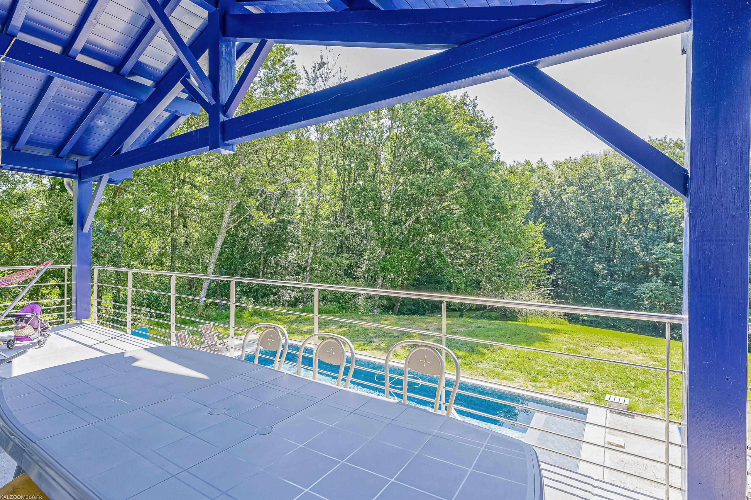 Plurielles architectures réalisation d'une maison neuve à Saint Pierre d'Irube terrasse et piscine