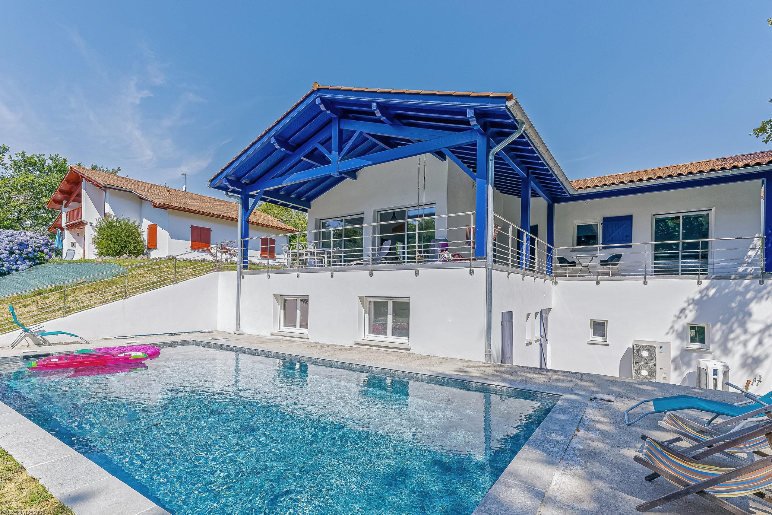 Plurielles architectures réalisation maison neuve à saint pierre d'irube avec piscine